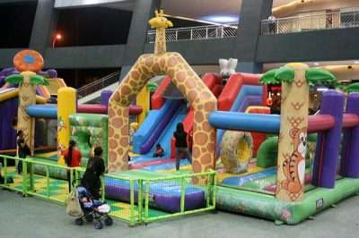 how to throw an inflatable castle party