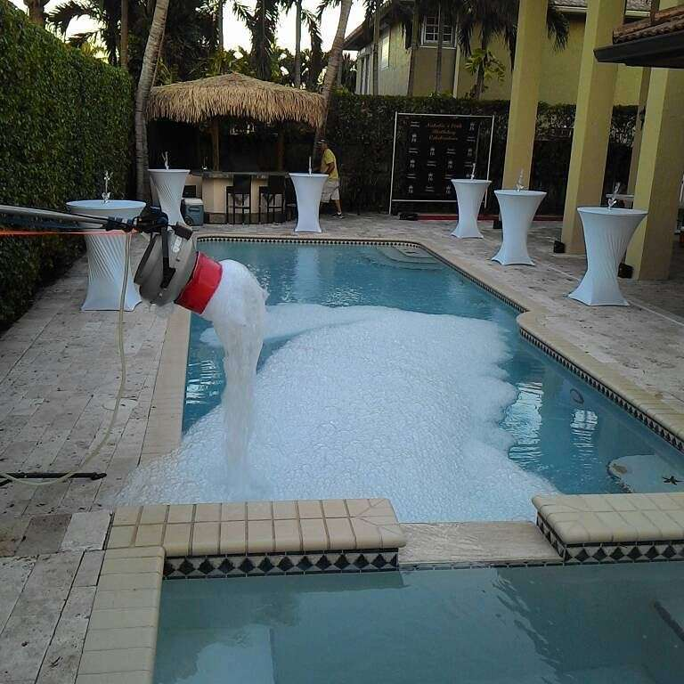 wedding-rentals-party-pool-bubbles
